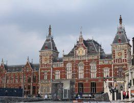 Automobilist niet vervolgd voor aanrijding Stationsplein Amsterdam