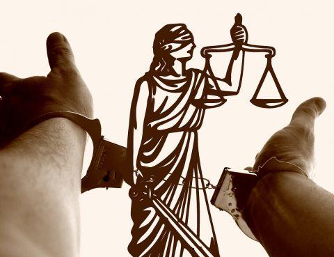 Vrouwe Justitia Handboeien
